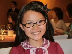 L今尾と井上あずみさんのお嬢様にしてプロの歌手「ゆーゆ」。ダテ眼鏡かけてみました!